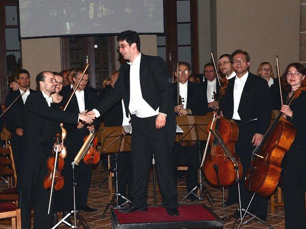 Na slavnostním zahájení zazněla symfonie číslo pět Gustava Mahlera. Dirigentem byl Martin Štilec (na snímku).