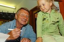 Slavný herec Josef Dvořák potěšil srdce dětí už v době, kdy nadaboval animovaného Maxipsa Fíka. Dnes opět zazáří, tentokrát jako mušketýr nebo vodník Michal.