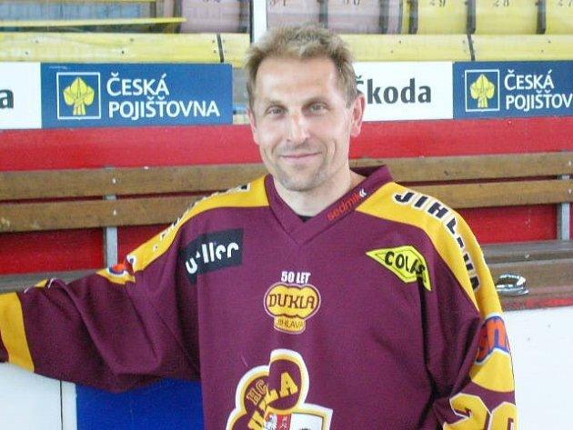 Ještě v letošní sezoně oblékal hokejový obránce Bedřich Ščerban dres Horácké Slavie Třebíč, v té další už bude hrát za mateřskou Jihlavu.
