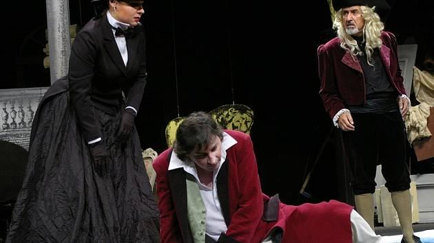 Prvním představením Horáckého divadla je Divadlo za čtyři sous. V něm se představí (zleva) Lucie Štorková jako George Sandová, Martin Valouch jako Jules Janin, kritik a autor knížky a Milan Šindelář v roli ředitele zkrachovalého Divadla novinek.