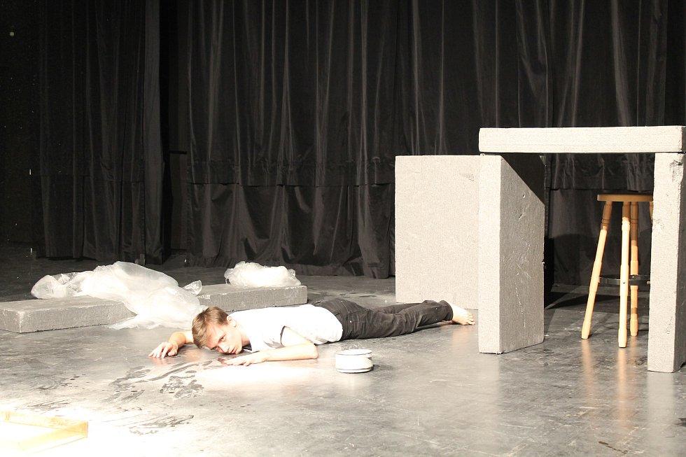 JID zahájila pantomima z vězení.