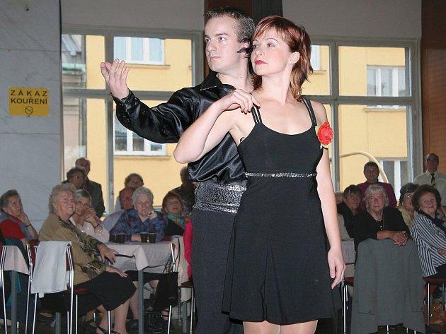 Na půl tisícovky dříve narozených  přišlo oslavit do jihlavského Domu kultury odborů Mezinárodní den seniorů.