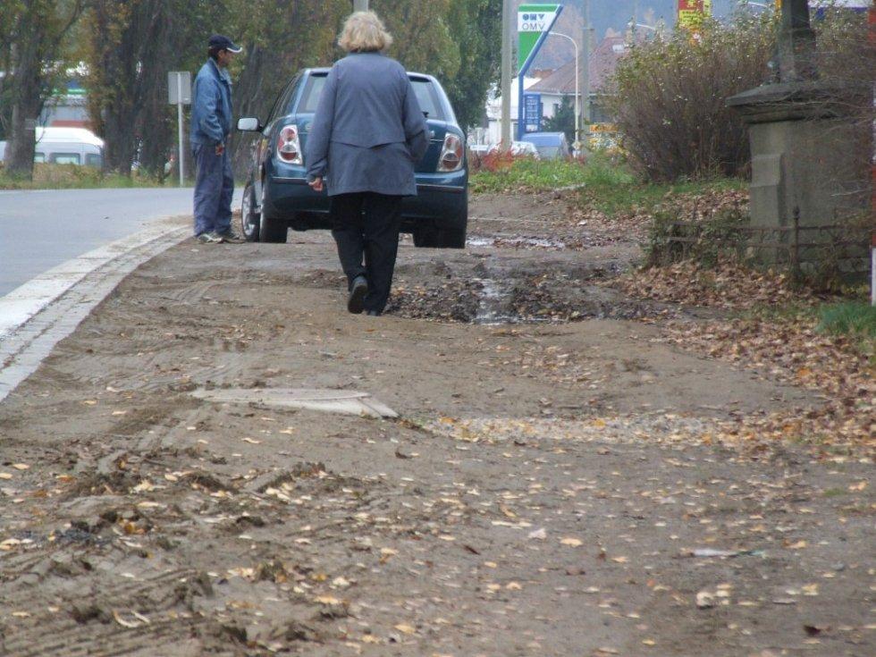 Kdy chodník na Znojemské ulici vznikne, zatím nikdo přesně neví.