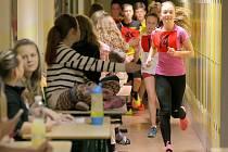 Soutěže s názvem Výstup na Sněžku aneb první ročník závodu do vrchu se zúčastnili především žáci ze sportovních tříd.