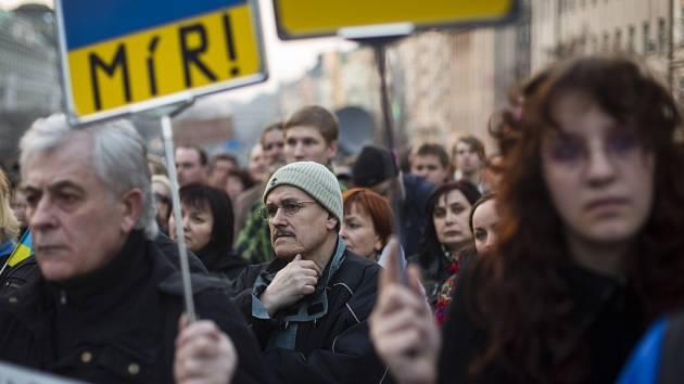 Mír za každou cenu. Protest proti ruské intervenci na Krymu. Demonstrace z 8. března 2014 v Praze...