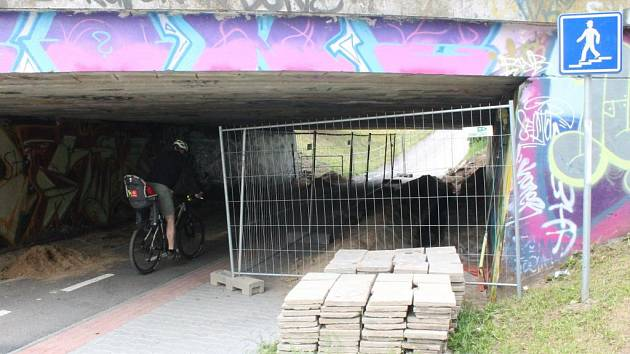 Příprava na opravy na Okružní ulici v Jihlavě.