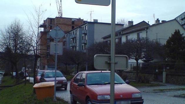 Některé jihlavské zastávky městské hromadné dopravy cestující kritizují