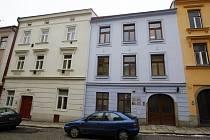 Dům sousedí se sídlem ODS. (modrý dům)