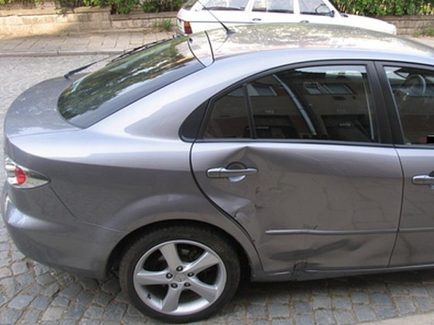 Řidička vozidla Mazda nedala přednost motocyklu.
