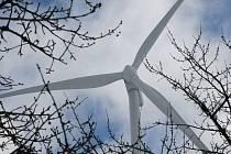 Průkopníkem ve výstavbě větrných elektráren se na Jihlavsku stal Pavlov. Prohlédnout si obří větrníky přijíždí velké množství lidí.