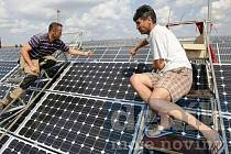 Nová fotovoltaická elektrárna by měla být postavena do konce příštího roku. Brněnská firma Sotek formálně poprosila zastupitelstvo o souhlas, zda může stát v průmyslové zóně Na Česalíku.