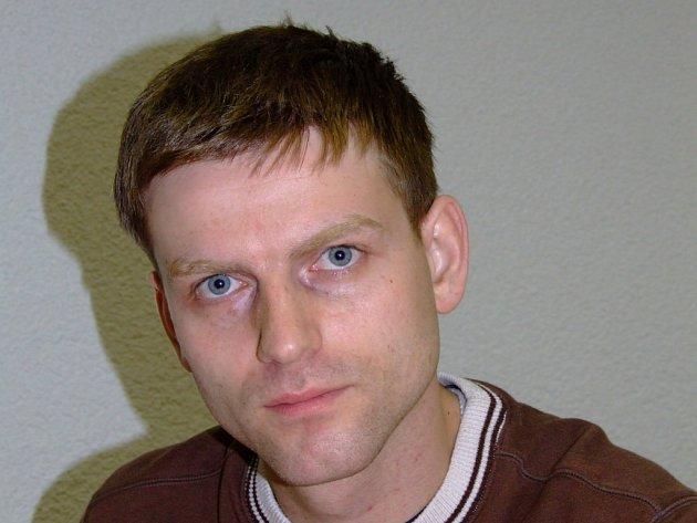 Radomír Fiksa ze Žďáru nad Sázavou vlastní tetovací a piercingové studio. K této podnikatelské činnosti ještě vlastní nakladatelství.