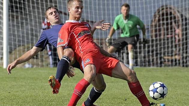 Fotbalový útočník Pavel Simr (vpravo) bude i na jaře oblékat dres divizního Velkého Meziříčí, kam před pár dny definitivně přestoupil z FC Vysočina Jihlava.