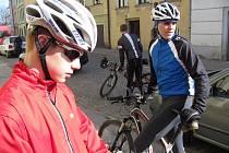 Krásné jarní počasí přeje cyklistům. Důležité je dát kolo seřídit před sezonou do servisu.
