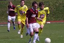 Jihlavští starší dorostenci (vpravo Pavel Benda) byli v I. lize úspěšní. Šesté místo těší i trenéra  Kučeru.