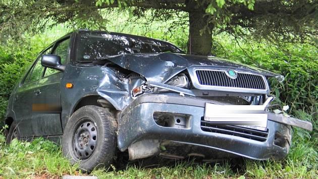 Nepřiměřená rychlost byla příčinou nehody vozu Škoda Felicia na Pelhřimovsku.