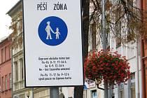Značka se posune. O několik metrů směrem k Benešově ulici se posune značka označující začátek pěší zóny.