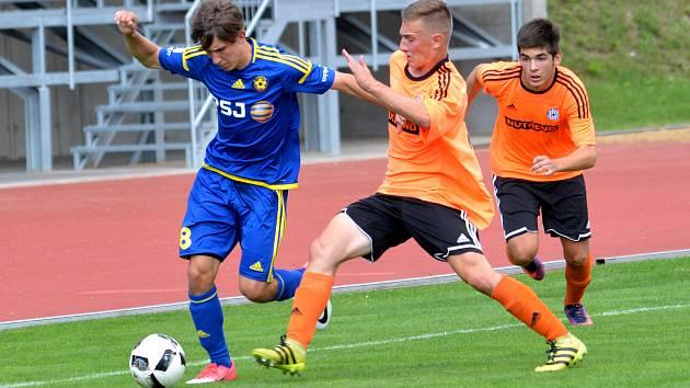 Moravskoslezská liga dorostenců má jasné lídry. Těmi jsou hráči Jihlavy (u míče Mirek Malata).