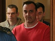MILAN ODEHNAL. Jeden z šestice obžalovaných, kteří se před Krajským soudem v Brně zodpovídají z nelegálního obchodu s léky. Stíhán je vazebně