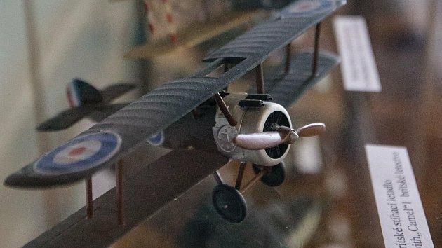 Stíhači RAF našli v Jeníkově svůj domov. Výstavu může ozdobit i spitfire na půdě
