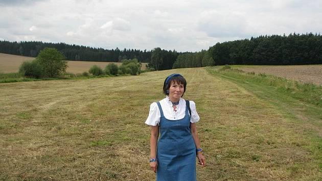 Německá spisovatelka Herma Kennel, která ve své knize popisuje údajnou masovou vraždu  v lokalitě poblíž Dobronína, ve které by se měl masový hrob nacházet.