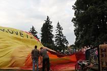 Balon se nafukuje několik desítek minut.