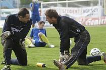Jihlavský trenér Karol Marko sází v brance na zkušenosti Libora Macháčka (vlevo). Dosavadní jednička Petr Tulis (vpravo) bude muset o svůj návrat do branky tvrdě bojovat.