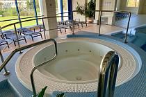 Třebíčská Laguna, kde vypustili malé bazény a vířivky. Ve velkých bazénech sice voda je, ale udržují ji v ekonomickém režimu, aby to stálo co nejméně.