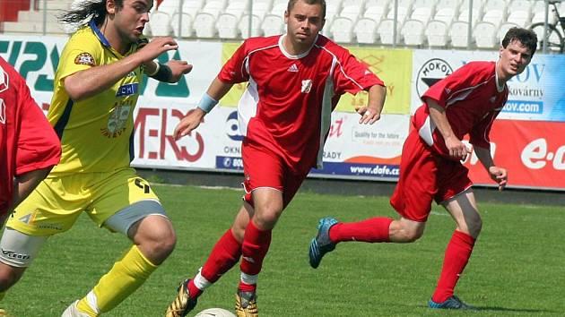 Jihlavská juniorka (ve žlutém Jiří Chlup) bude obhajovat na turnaji Fotbalový Tis 2007 druhé místo. Trenér Roman Kučera chce dát příležitost všem hráčům.