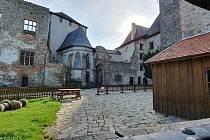 Na hradě v Lipnici nad Sázavou provázel kdysi i slavný spisovatel Jaroslav Hašek, autor Osudů dobrého vojáka Švejka za světové války.