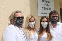 Skupina ABBA stars přijela na Vysočinu z Plzně a zahrála bez nároku na honorář a cestovné.