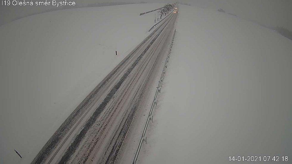 Silnice na Vysočině ve čtvrtek ráno.