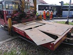 Drezína s autobusem se na přejezdu v Třešti srazila před dvěma roky.