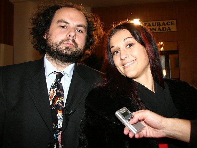 Světáci míří na obrazovky. Jedno z natáčení proběhlo v Poděbradech. Eva Prokopová je na snímku vpravo.