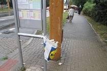 Chybějící koše na zastávkách MHD v Jihlavě