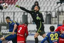První dva góly FC Vysočina v duelu proti Zbrojovce Brno vstřelili Lukáš Zoubele (vlevo v modrém) a Jakub Fulnek. Jihlavští nakonec v derby zvítězili jasně 3:0.