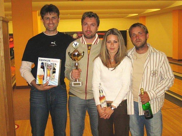 Jihlavský bowlingový tým Hypochondři. Zleva Michal Körber, Jiří Klíma, Helena Medová a Jan Krpálek.