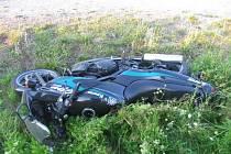 Řidič automobilu srazil u Dušejova motocyklistku.