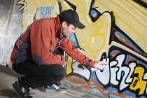 Jakub Menšík (na snímku) už své graffiti na nové legální ploše v podchodu na Březinkách má.
