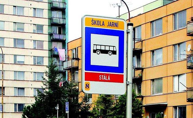Autobusy budou zastavovat přímo před školou.