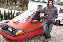 Fanda do elektromobilů a majitel jednoho z nich Martin Štěpánek z Luk nad Jihlavou