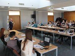 S Mezinárodní cenou vévody z Edinburghu se přijeli seznámit zástupci pětadvaceti škol a dětských domovů.