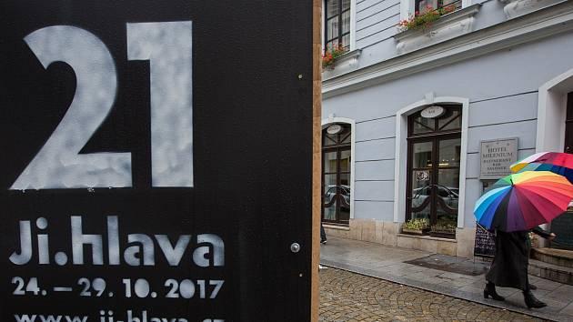 Poslední přípravy na 21. ročník Mezinárodního festivalu dokumentárních filmů Ji.hlava, který nabídne divákům 342 dokumentárních filmů.