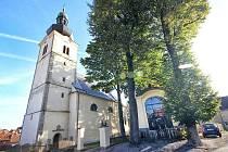 Stonařov také přispívá na opravy kostela a fary, které trvají delší dobu.