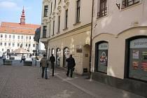 Střed historického centra Jihlavy nalezl katastrální úřad přibližně půl metru od rohu domů číslo 1 a 3 v ulici Matky Boží.