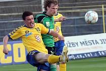 Proti svým. Pro Radka Slámu (vlevo) měl páteční duel zvláštní příchuť. Za Sokolov totiž v sezoně 2006/2007 odehrál třináct zápasů.