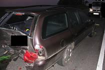 Vinou nepozornosti došlo ke střetu tří osobních vozidel.