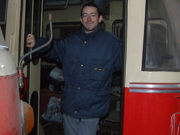 Předseda sdružení Za záchranu historických trolejbusů a autobusů Luděk Bohuňovský,
