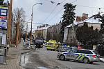 Napadený muž z jihlavské ubytovny utekl ven na ulici, kam ho útočník pronásledoval a v útoku pokračoval.