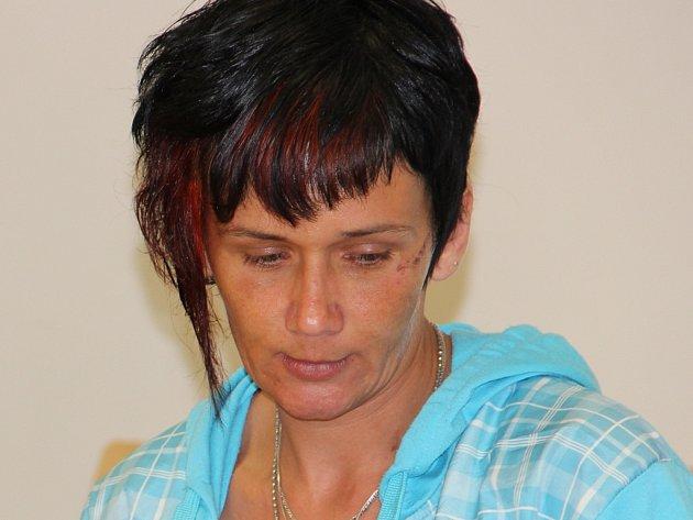 Radka Neuwirthová už byla v minulosti za podvody dvakrát odsouzena. Pomohla jí amnestie prezidenta. Jinak by nyní byla souzena jako speciální recidivistka.